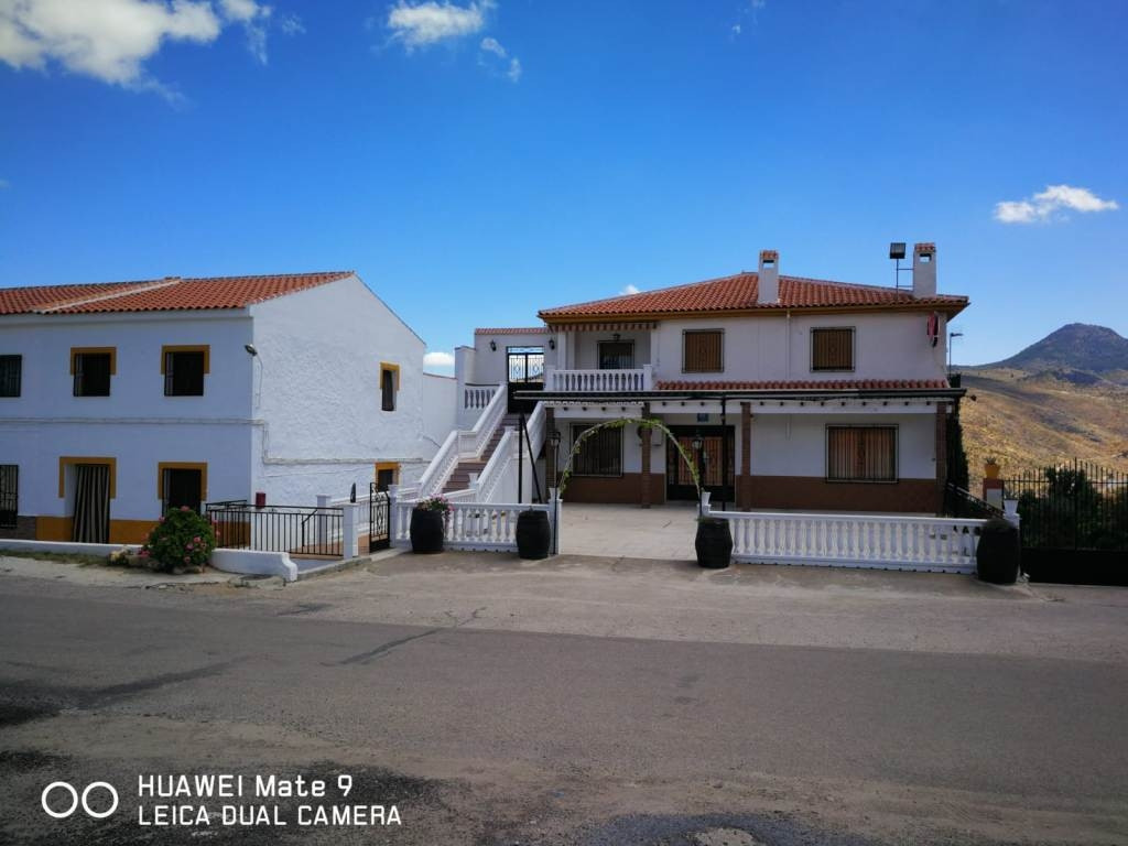 A fantastic property for sale on a totally fenced plot of 2.440m2. Consisting of: restaurant on the ,Spain