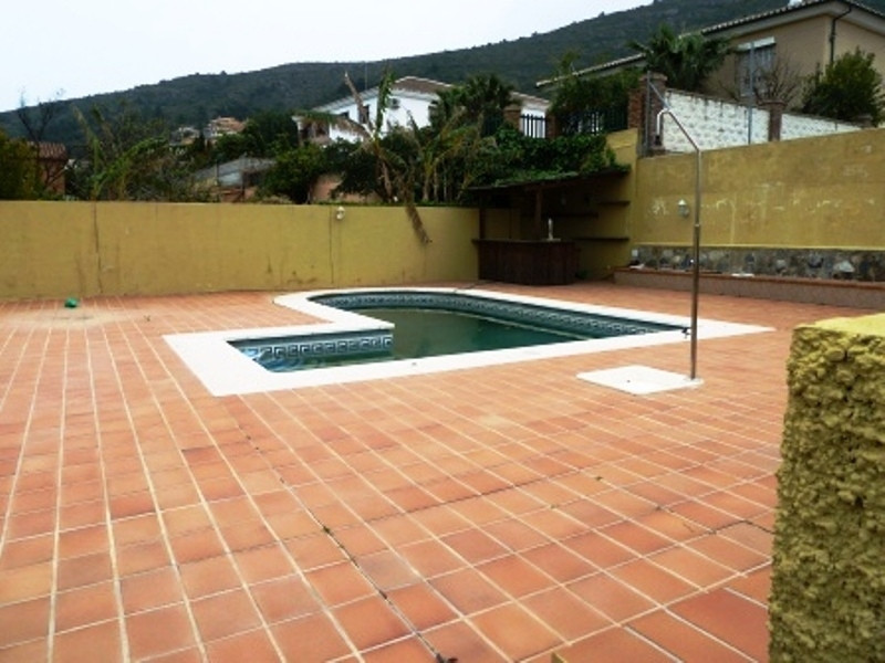for sale fully furnished stunning detached villa on 1200m2 fenced plot with pool, barbecue, irrigati,Spain