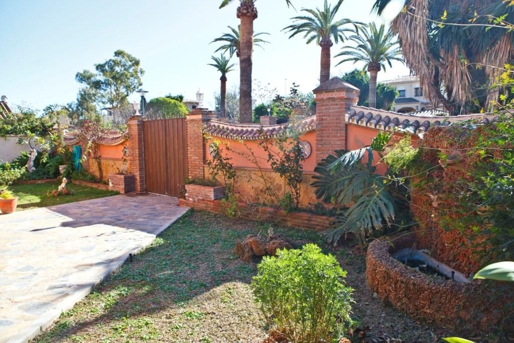 For sale. A nice independent villa on 700m2 of fenced plot. Consists on ground floor of a living roo,Spain