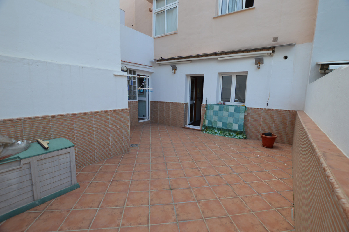 Apartment Middle Floor in Los Boliches, Costa del Sol