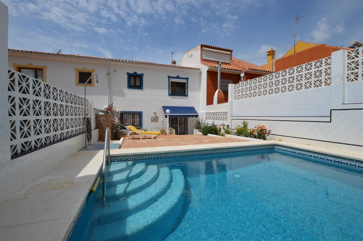 Villa  Detached 													for sale  																			 in Los Pacos