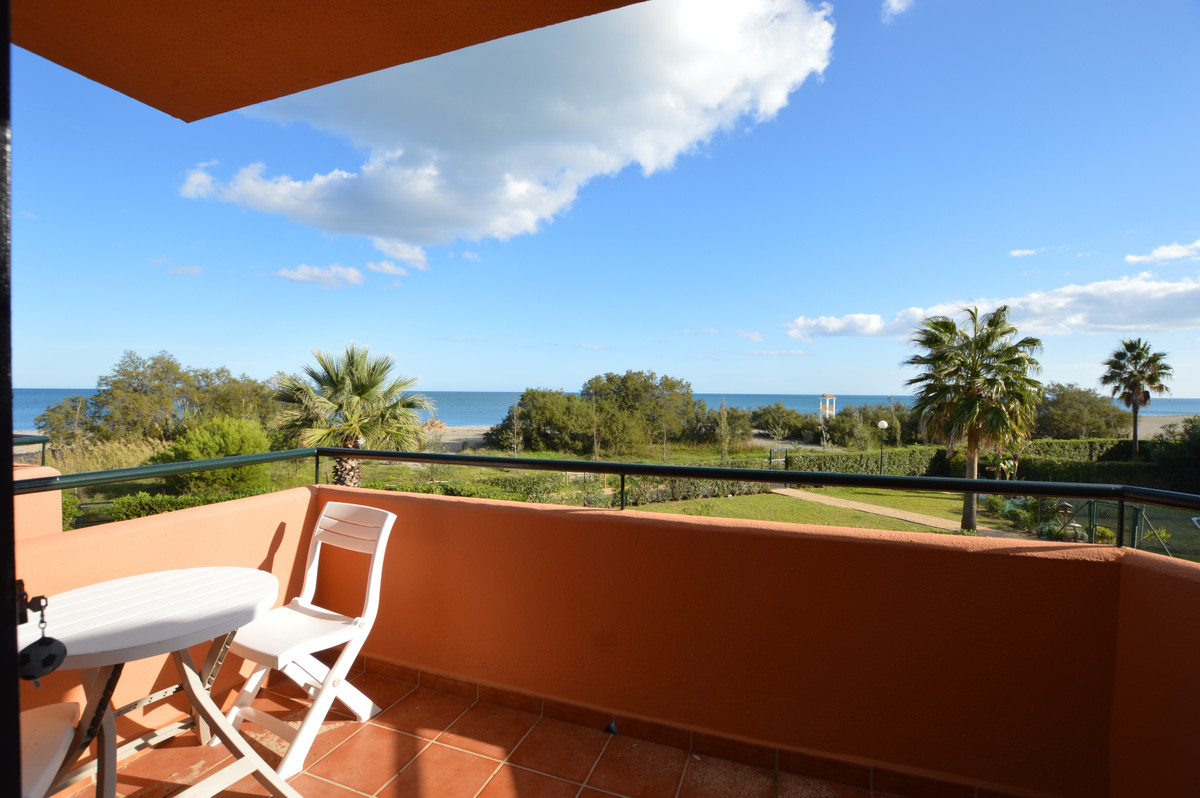OPPORTUNITY FRONT LINE townhouse Manilva Beach - Spacious townhouse comprising 3 double bedrooms, 2 , Spain