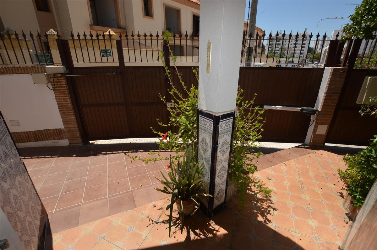 Semi-Detached House, Los Boliches, Costa del Sol. 4 Bedrooms, 2 Bathrooms, Built 117 m², Terrace 15 , Spain