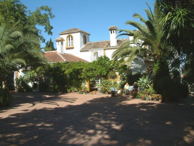 This must be one of the most charming villas in Andalucia, after entering through the main gate the , Spain