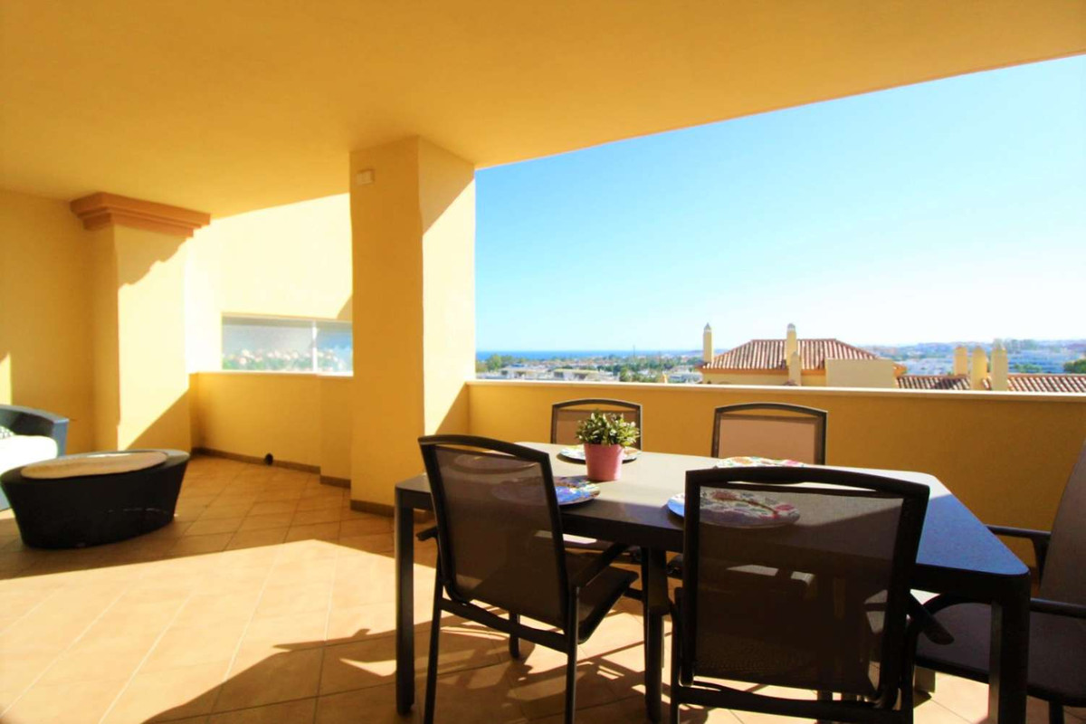 Middle Floor Apartment for sale in Nueva Andalucía R3730960