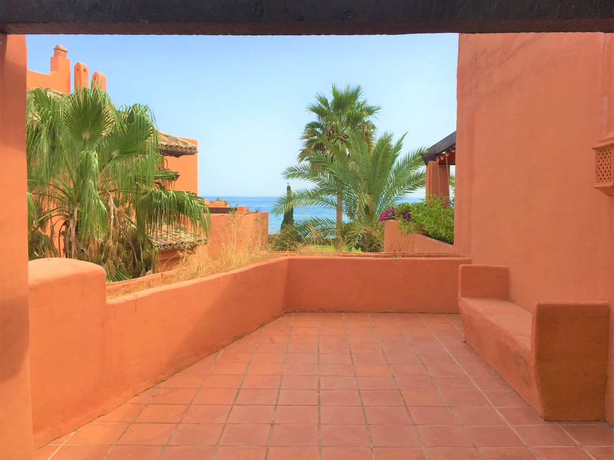 Impressive Duplex Penthouse with fabulous sea views from this renovated 425m2 penthouse with 3 bedro, Spain