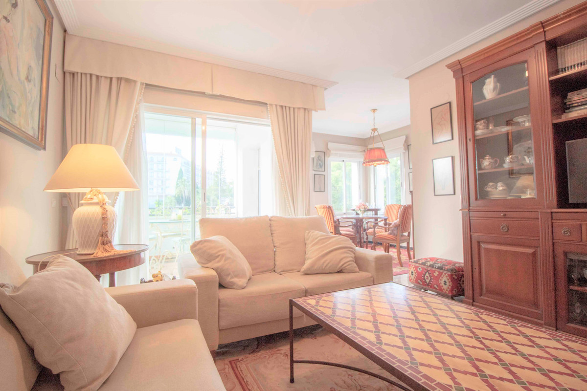 Marbella Banus Apartamento Planta Media en Venta en Puerto Banús – R3651428