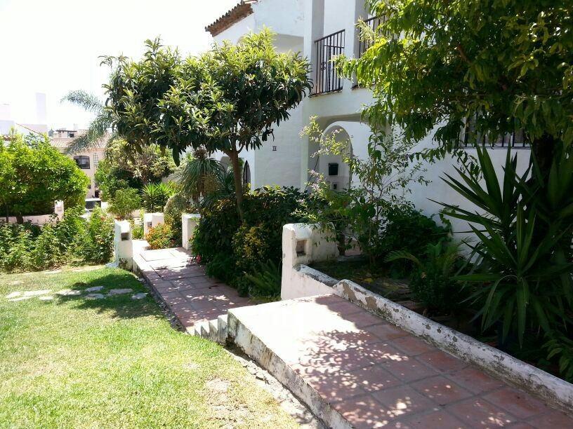 Marbella Banus Adosado en Venta en Bel Air – R3705761