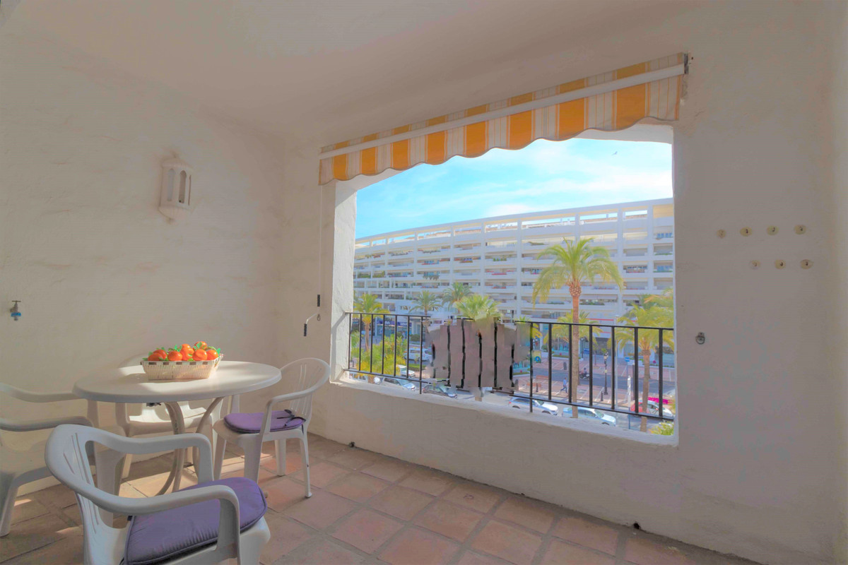 Super Opportunity in the heart of Puerto Banus and very bright and cheerful located in private urban,Spain