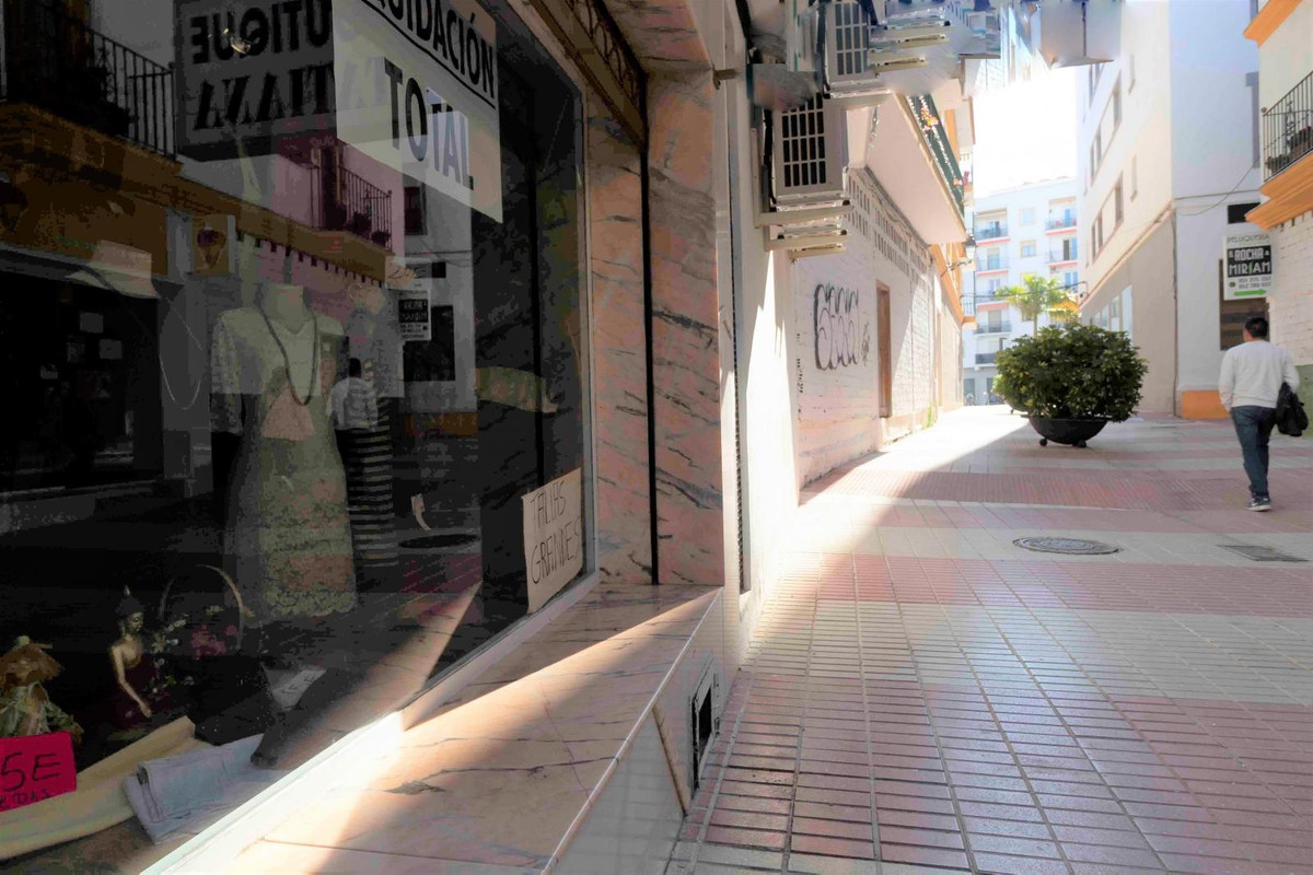 Great commercial place in pedestrian street  in the center of San Pedro, it has been a clothing stor,Spain