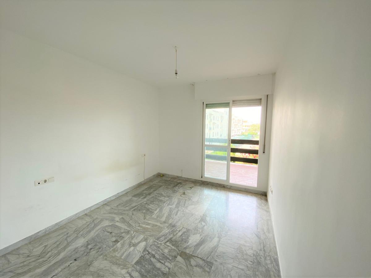 Apartamento en Venta en Nueva Andalucía – R3825070