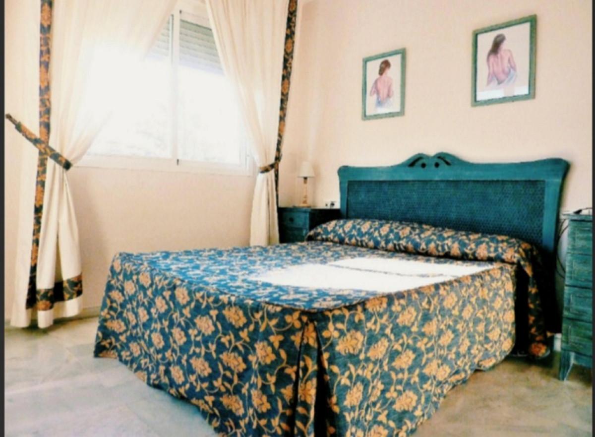 Apartamento Planta Media en Venta en Nueva Andalucía – R3645509