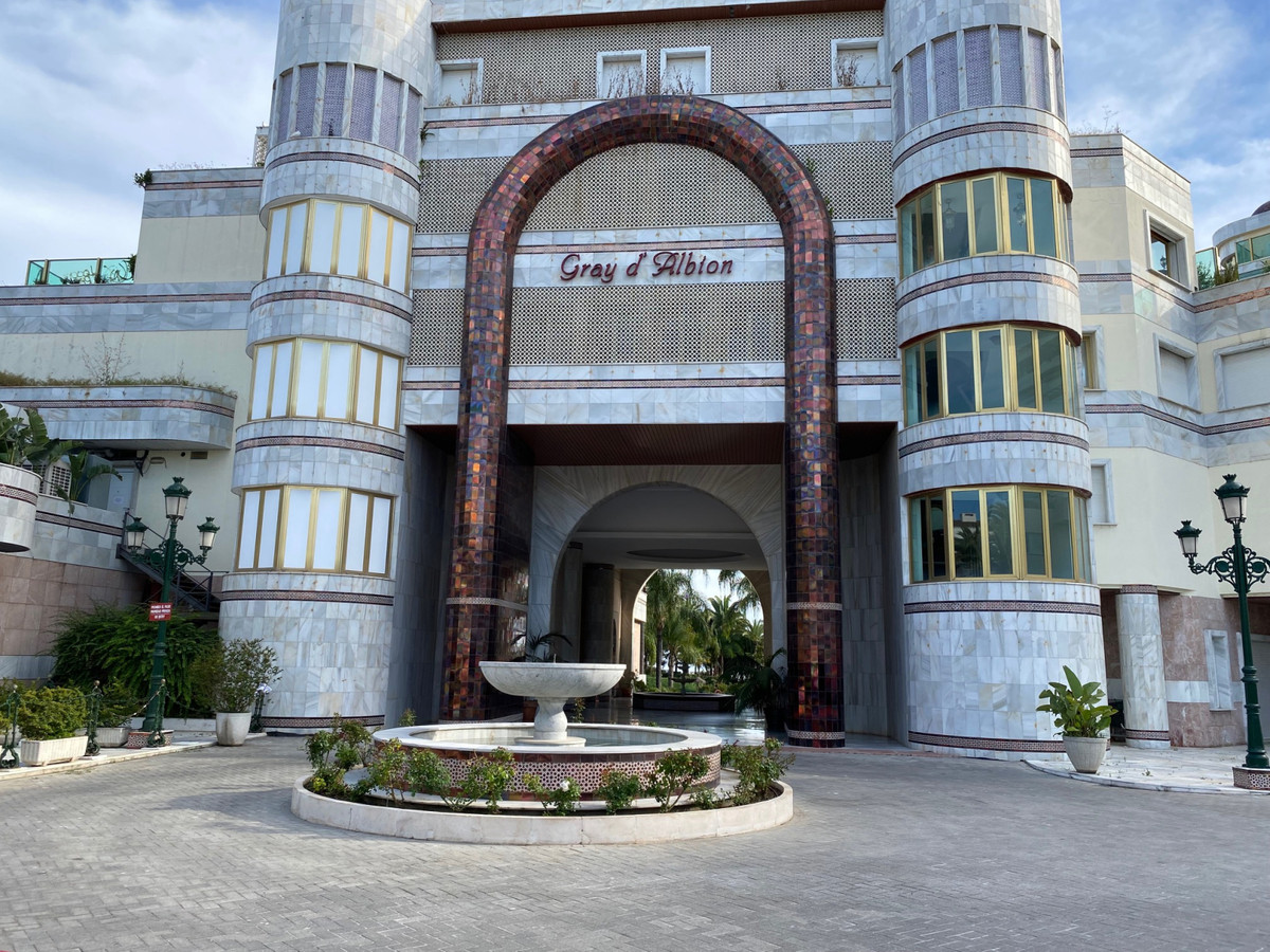 Marbella Banus Apartamento en Venta en Puerto Banús – R3867331