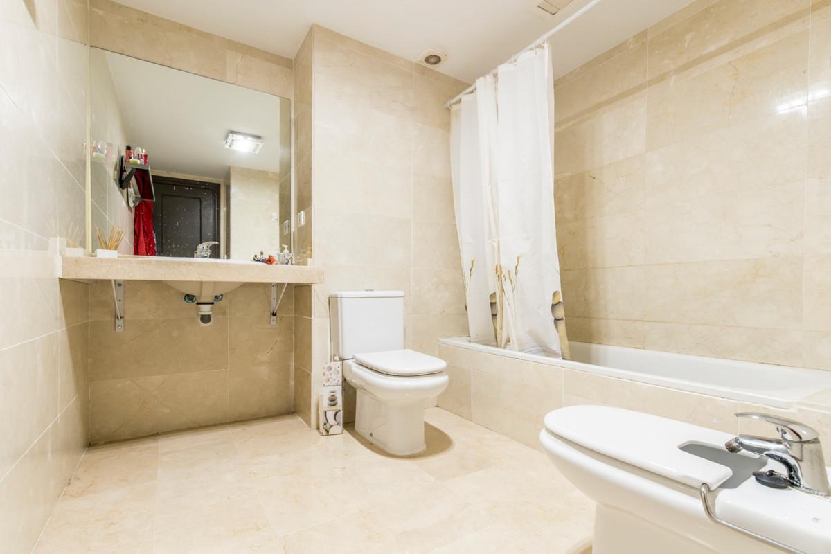 R3262375 | Middle Floor Apartment in Benahavís – € 245,000 – 2 beds, 2 baths