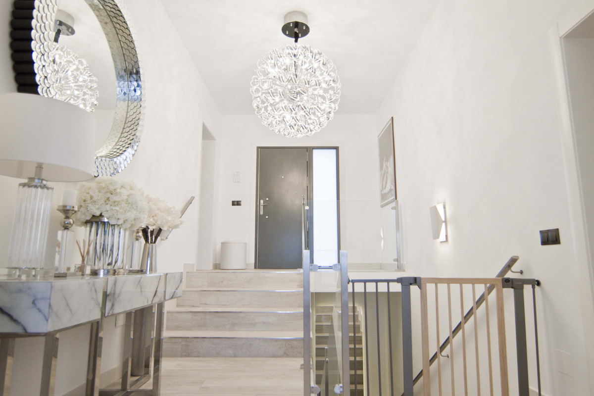This villa is all about location, location, location. Build up to the highest standards, with a mode,Spain