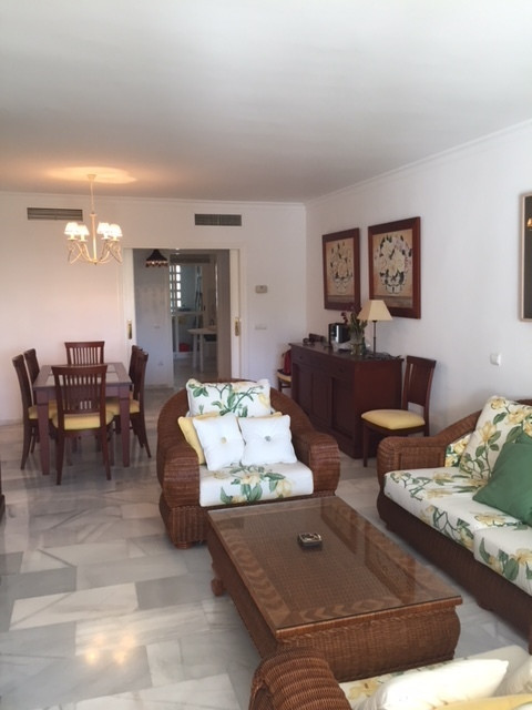 Middle Floor Apartment, Guadalmina Baja, Costa del Sol. 3 Bedrooms, 3 Bathrooms, Built 135 m², Terra, Spain