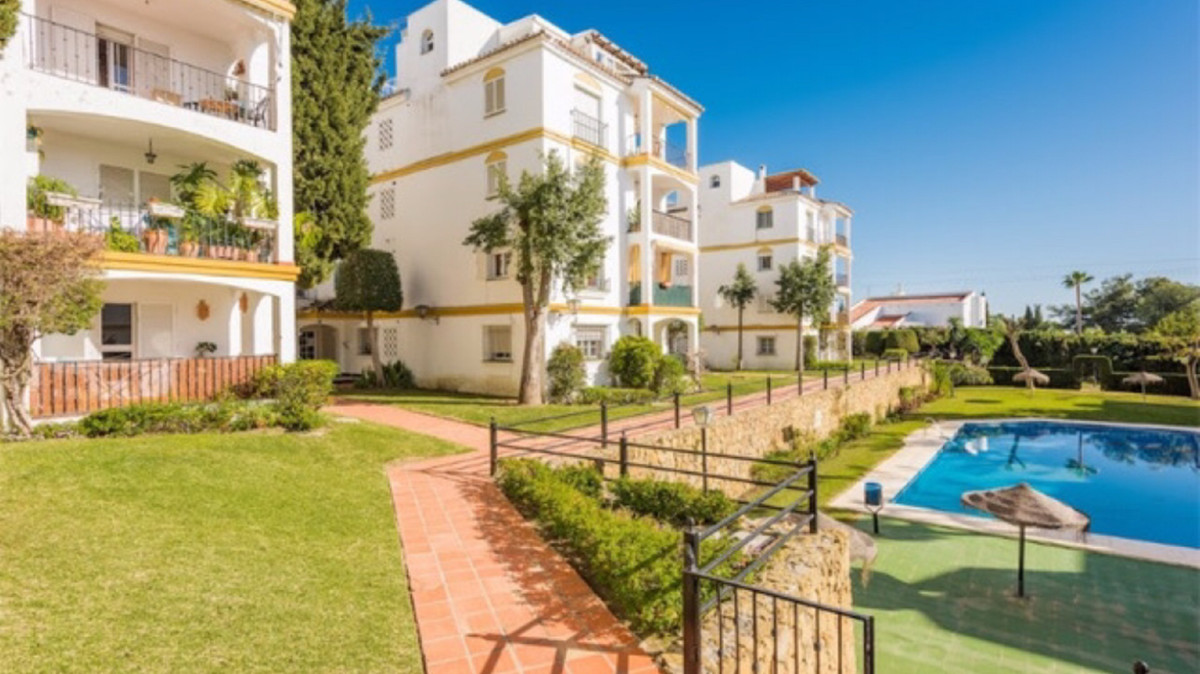 Middle Floor Apartment, Atalaya, Costa del Sol. 2 Bedrooms, 2 Bathrooms, Built 90 m², Terrace 7 m². , Spain