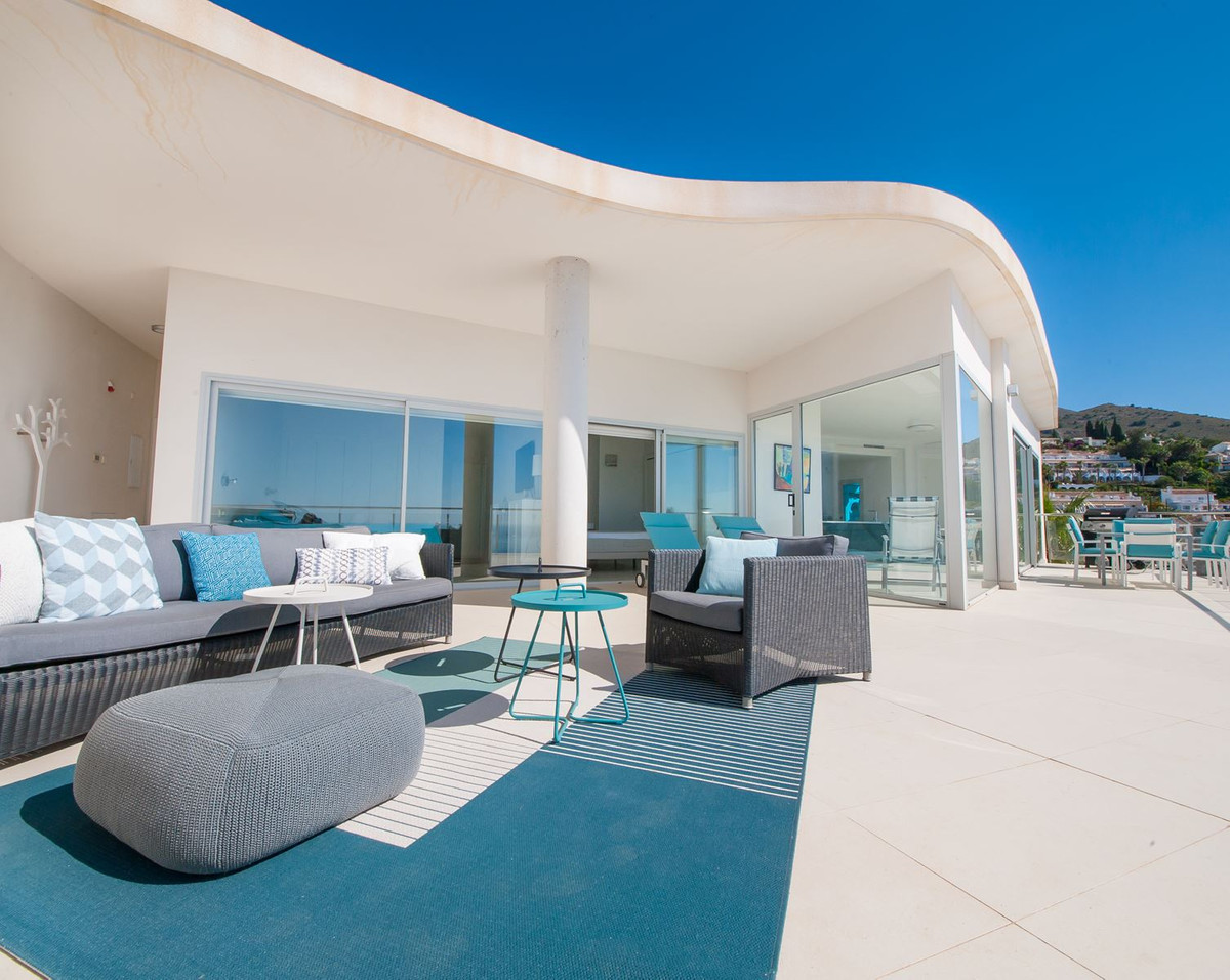 LOOKING FOR AN AMAZING MODERN PENTHOUSE IN A FANTASTIC NEW DEVELOPMENT.....BUT DON'T WANT TO WAI,Spain