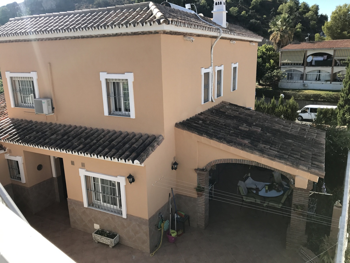 FANTASTIC 3 BED 3 BATH DETACHED VILLA IN THE HEART OF LOS PACOS WITH SELF CONTAINED 1 BED 1 BATH GUE, Spain