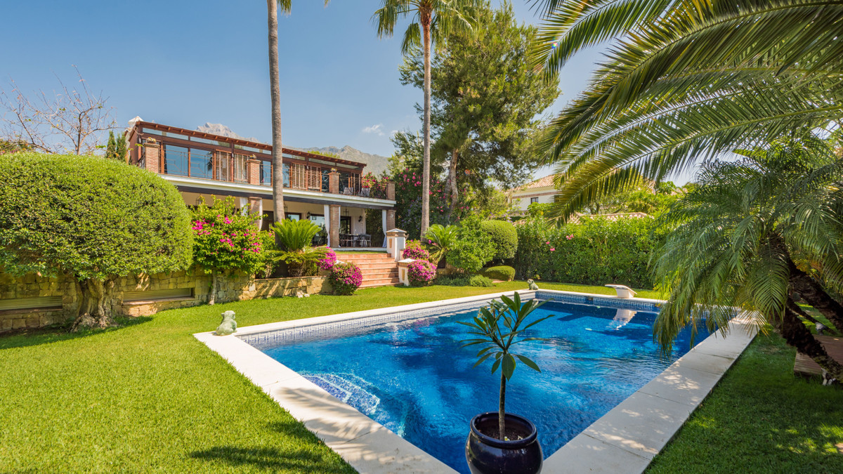 Charming and luxurious modern contemporary design villa, recently renovated, with 591 m2 build plus ,Spain