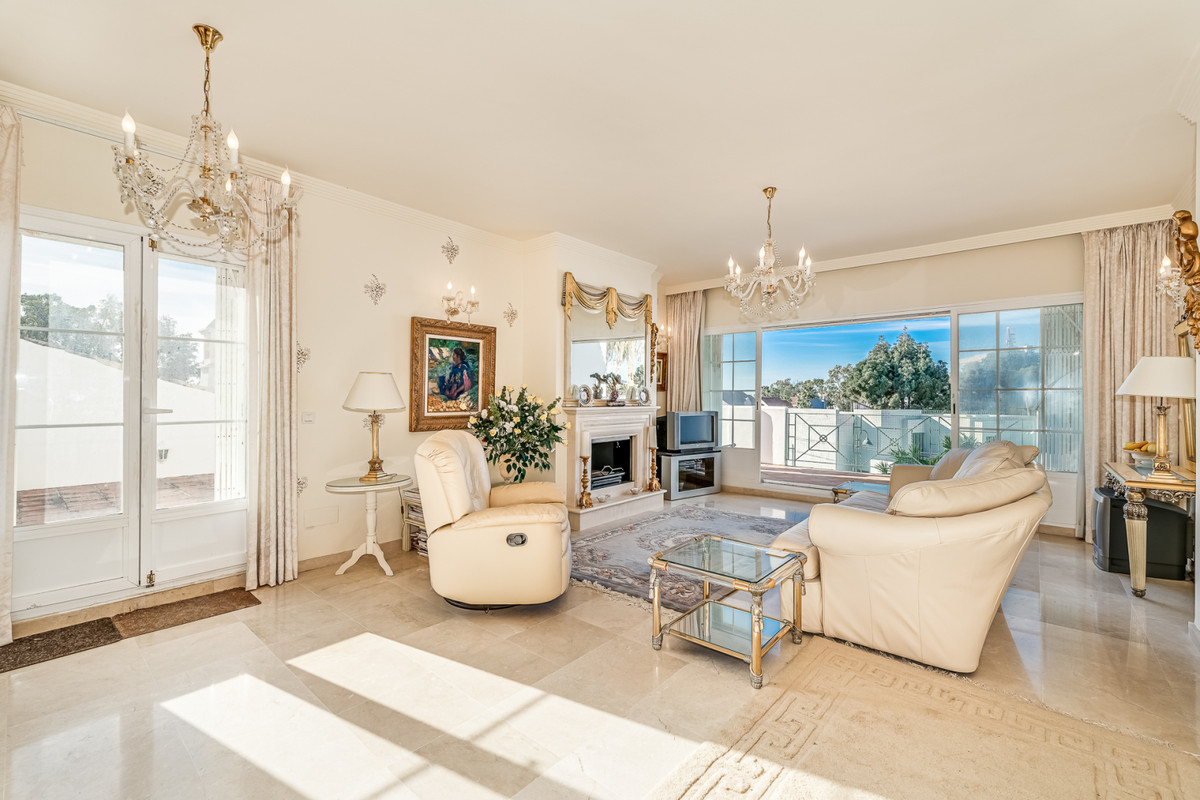 Apartment Penthouse for sale in Puerto Banús, Costa del Sol