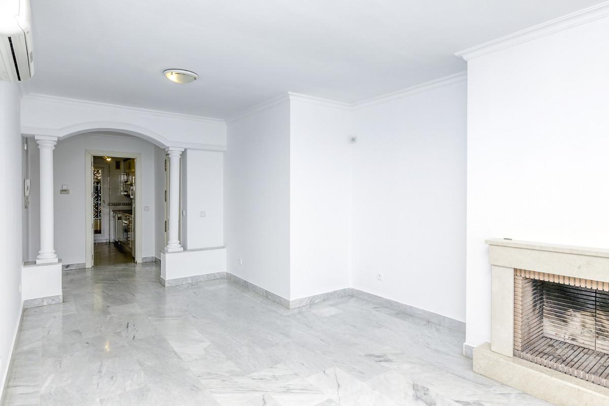 Marbella Banus Apartamento Planta Media en Venta en Nueva Andalucía – R3689738