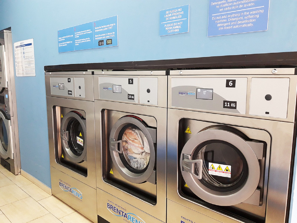 TRANSFER, self-service laundry, located in a central avenue of Estepona, frequent pedestrians, withb,Spain