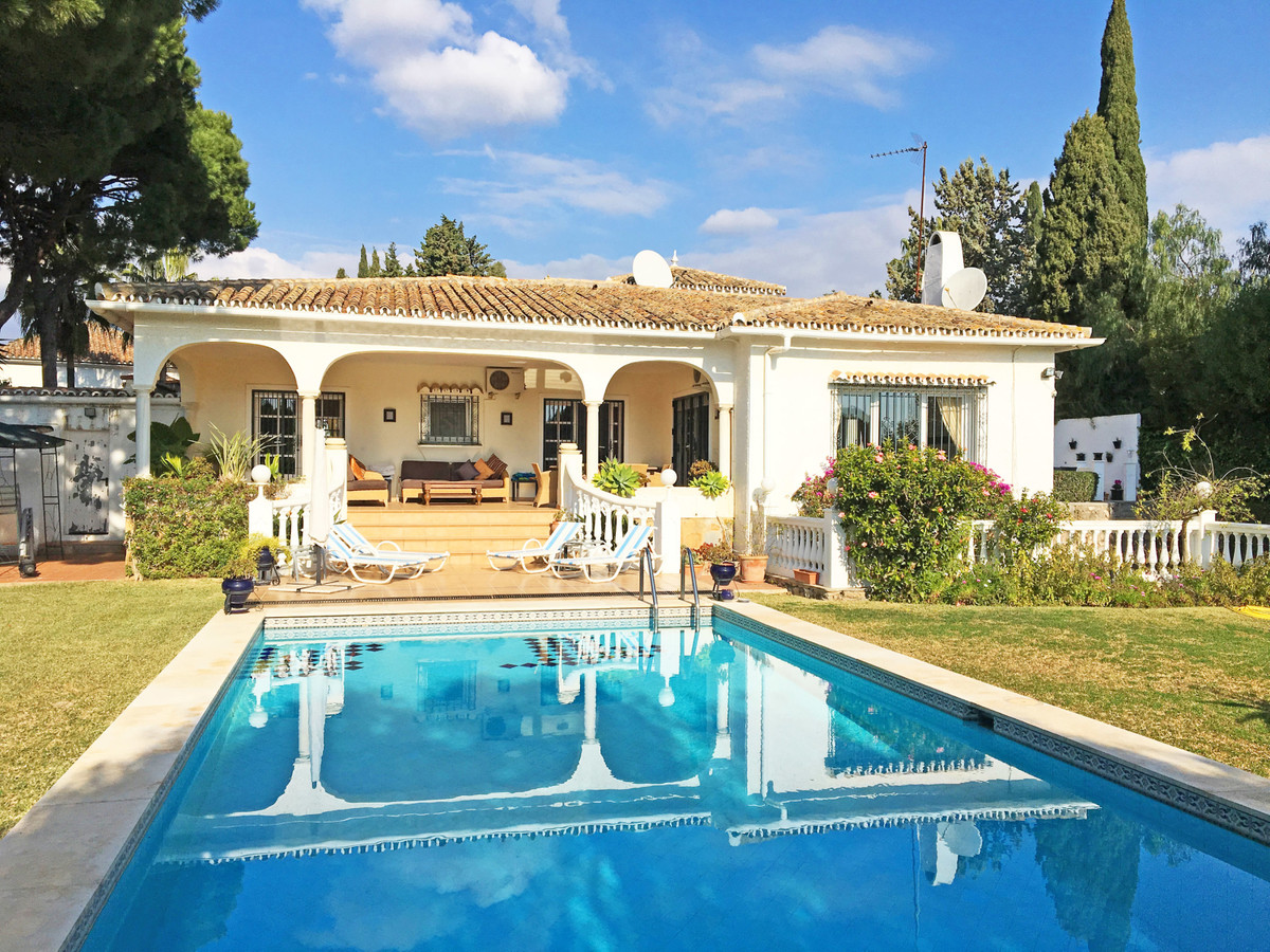 Detached Villa, Hacienda Las Chapas, Costa del Sol. 4 Bedrooms, 4 Bathrooms, Built 350 m², Terrace 1, Spain