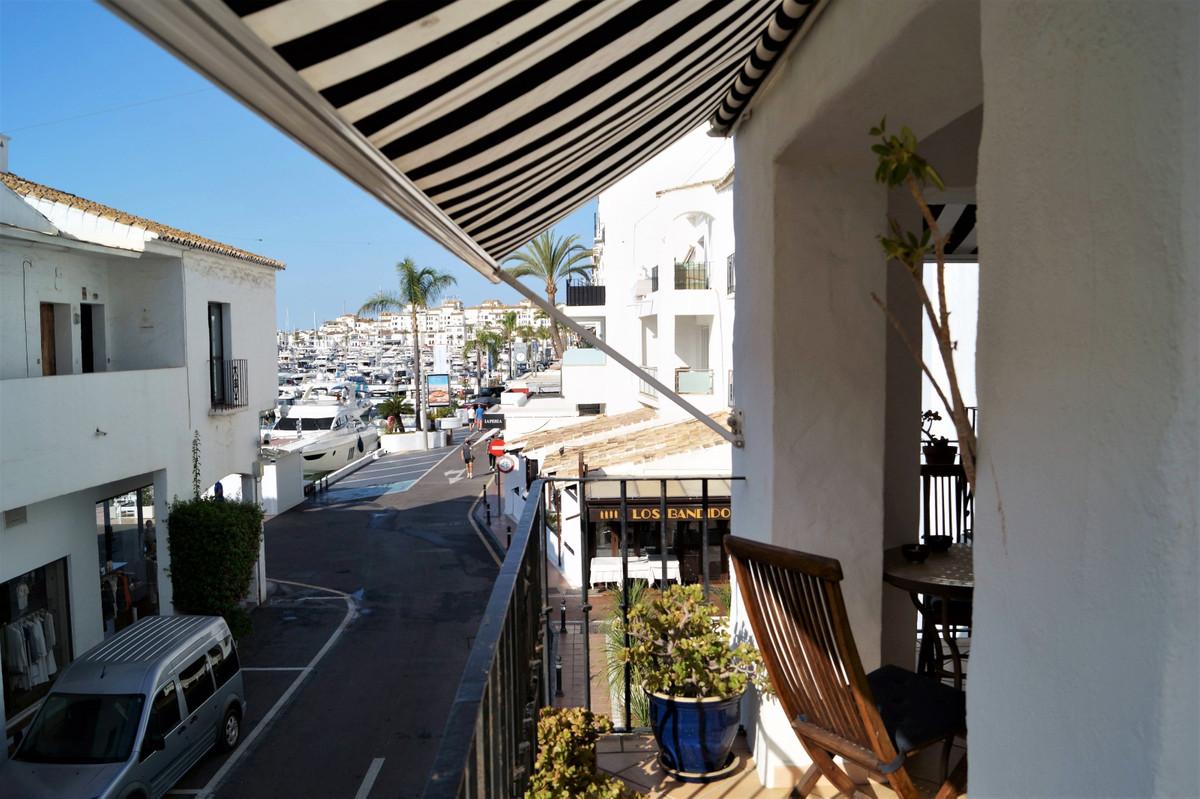 Marbella Banus Apartamento Planta Media en Venta en Puerto Banús – R3673343