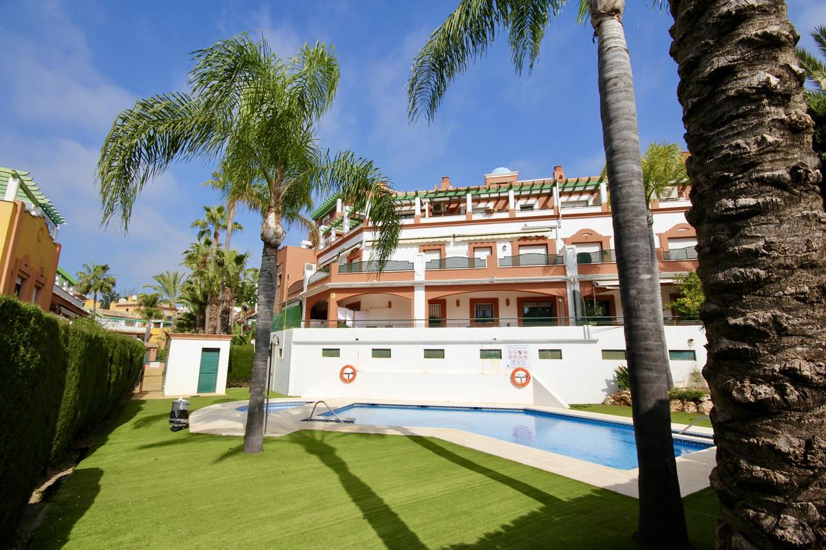 Marbella Banus Apartamento en Venta en Atalaya – R3803926