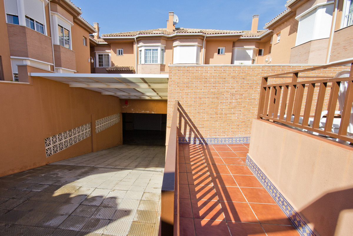 An immaculately kept modern build in a gated complex of only 12 two-storey townhouses, each with a l,Spain