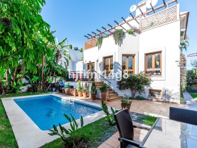 Villa – Chalet en Venta en San Pedro de Alcántara – R3611447