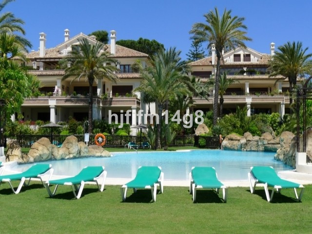 Elegant beach frontline duplex Penthouse with an unique design and unrivalled quality in a sought af,Spain