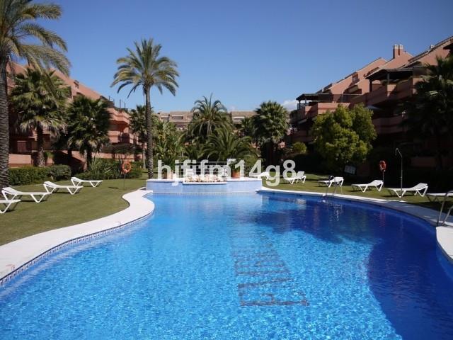Marbella Banus Apartamento en Venta en Puerto Banús – R3594394