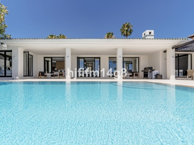 Exquisite five bedroom villa for sale in the prestigious Nueva Andalucia Golf Valley. In terms of a , Spain