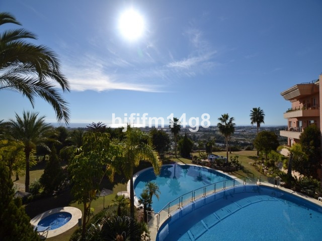 Wonderful 2 bedroom apartment for sale in Magna Marbella, a sought after elevated complex centrally ,Spain