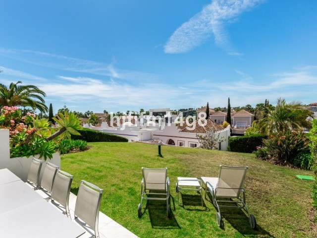 Charming three bedroom townhouse for sale in a popular residential complex in Nueva Andalucia. Situa, Spain