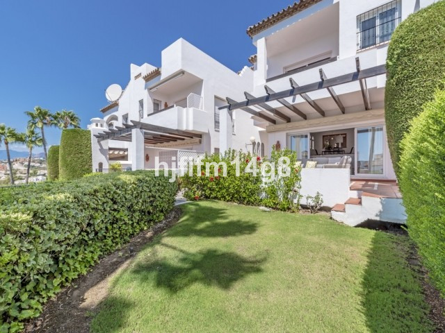 Spacious and well-presented three bedroom townhouse situated within a delightful residential complex,Spain