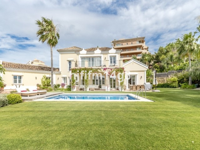 Beautiful four bedroom family villa situated right in the heart of Nueva Andalucia, next to Los Nara, Spain