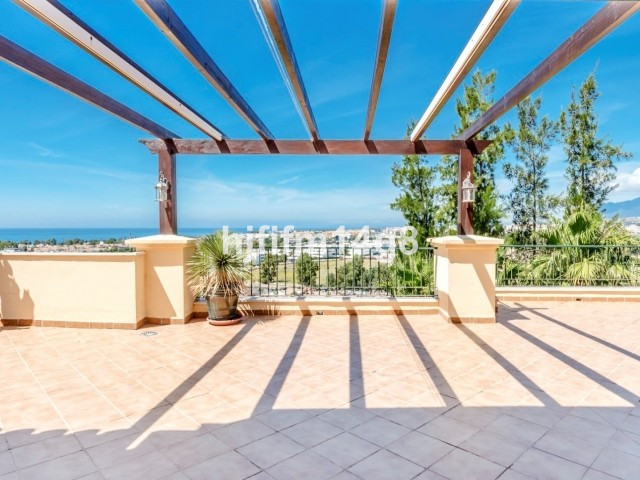 Amazing 4 bedroom penthouse for sale in Cumbres del Rodeo, Nueva Andalucia. Great location; within w, Spain