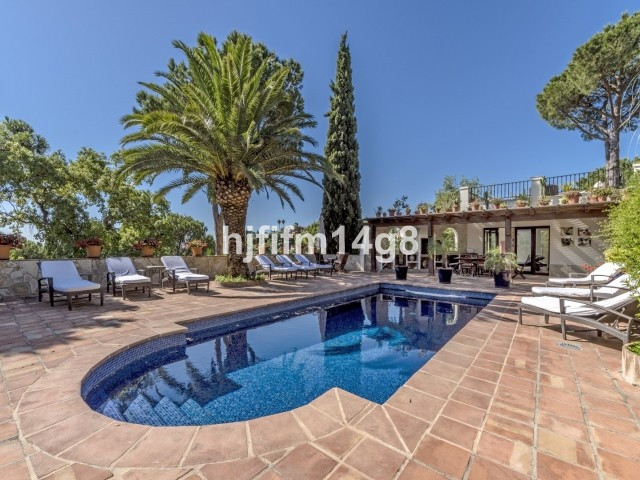 8 Bed Villa For Sale in El Madroñal, Benahavis