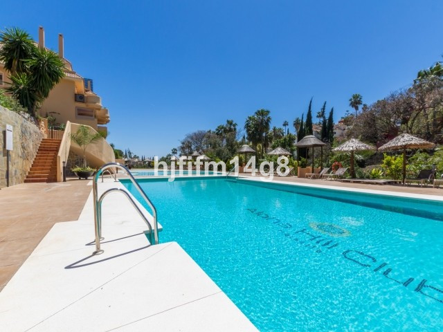 Middle Floor Apartment for sale in Nueva Andalucía R3023192