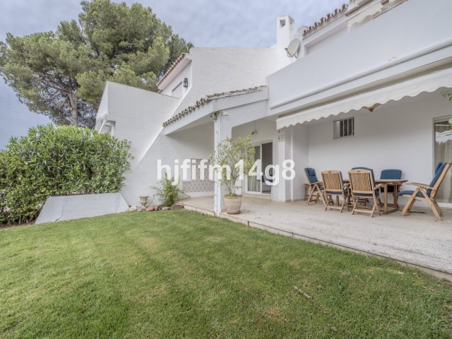 Penablanca is a charming, secure, gated community near to Nueva Andalucias Aloha Golf course. Its po,Spain