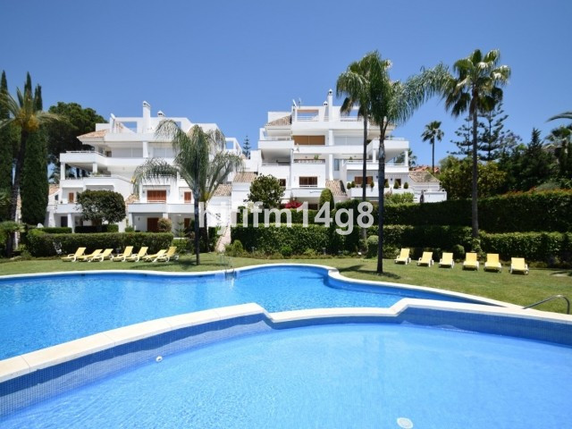 Middle Floor Apartment for sale in Nueva Andalucía R3121927