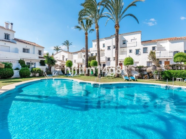 Charming four bedroom townhouse for sale in the heart of the Nueva Andalucia Golf Valley. Situated w,Spain