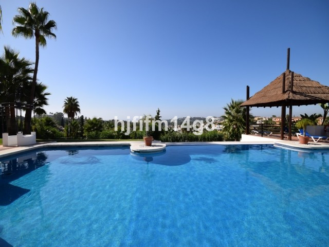 Apartamento Planta Media en Venta en Nueva Andalucía – R2750639