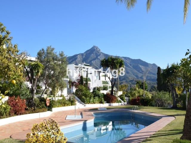 Charming 3 bedroom townhouse for sale in La Colina, a gated complex in the middle of the Marbella Go,Spain