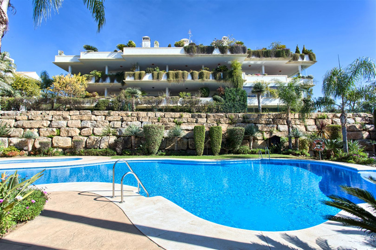 Recently reduced from 1.9 M to 1.590 000 for a quick sale. This is the best priced penthouse in Loma, Spain