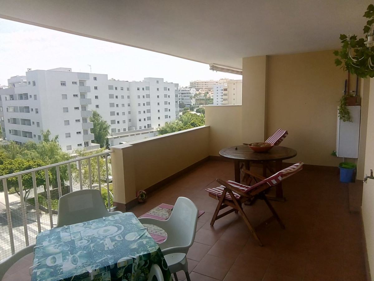 Spacious bright apartment next to the largest shopping center of Fuengirola. Pleasant community near,Spain