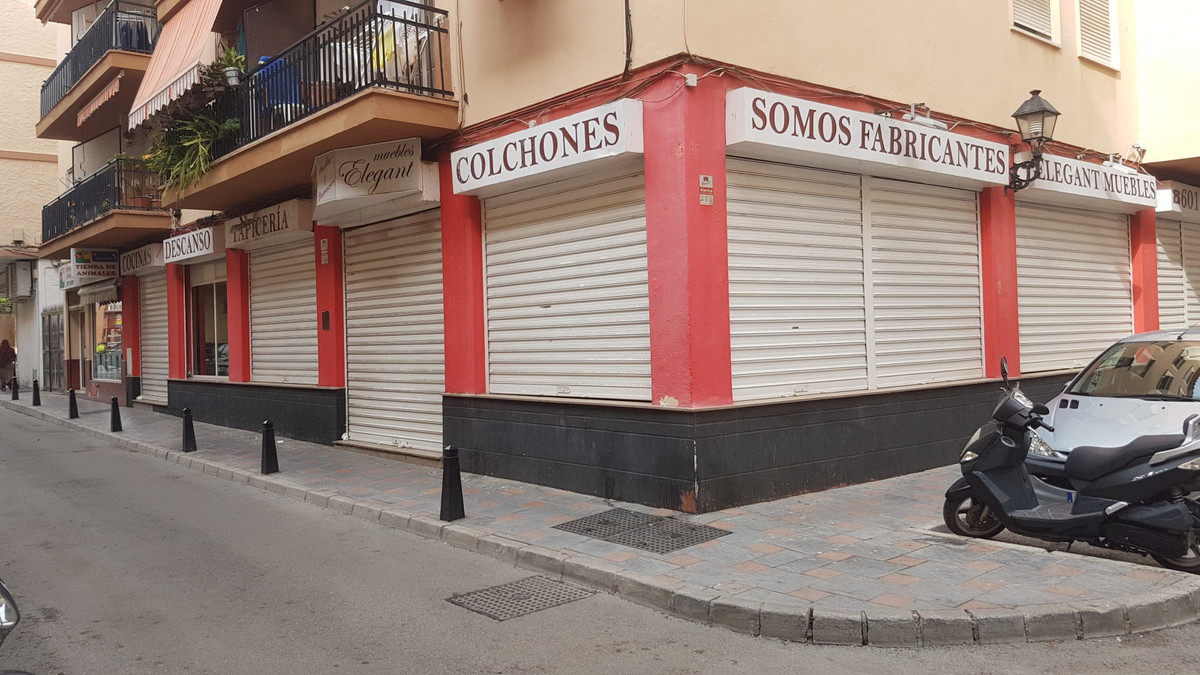 Magnificent 696 sqm premises in the very center of Fuengirola, next to bus station.  Two floors. Cor, Spain